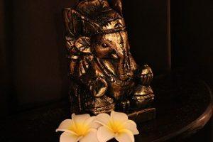 サロン内の様子。店内ではガネーシャ様がお待ちしております。バリ島では、ガナ神と呼ばれ「魔除け」として崇められています。